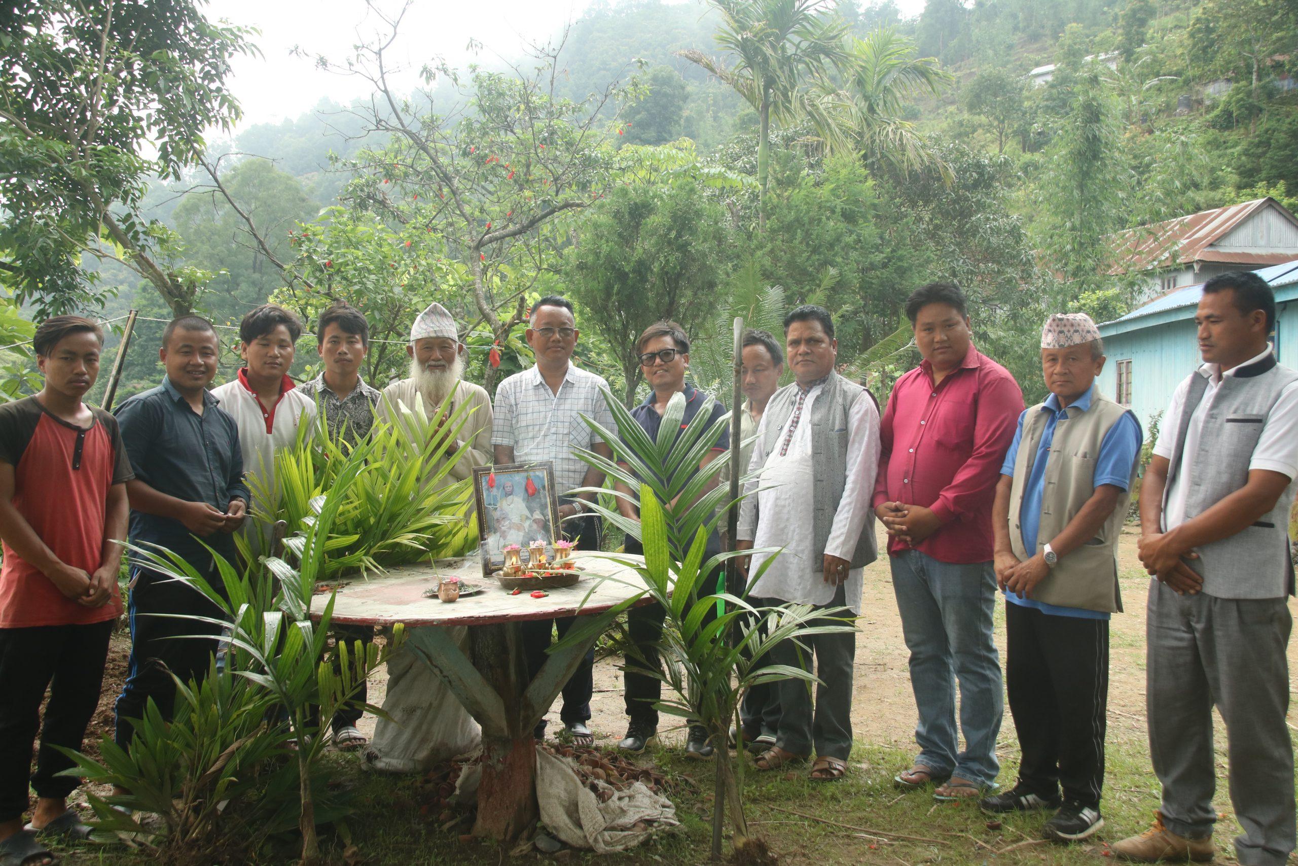 'नालीफूङवाद्धारा माङसेबुङ परिसरमा बृक्षरोपण(फोटो फिचर सहित)