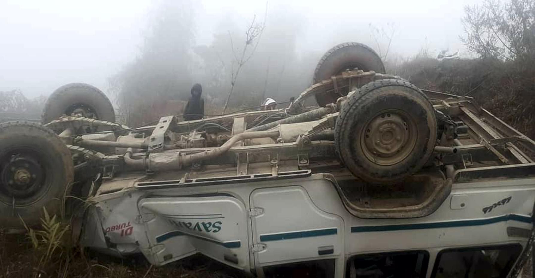 इलामको माङसेबुङमा ट्याक्सी दुर्घटना हुदां ८ जना घाइते