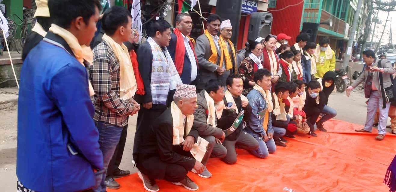 इलाममा नेकपा र कांग्रेस परित्याग गरि दर्जनौ जसपा प्रवेश